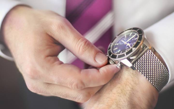 Come regolare un orologio (digitale o automatico) e non perdere più un appuntamento