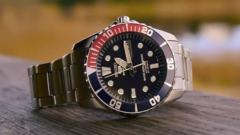 Il miglior orologio uomo (automatico) da 300 euro è questo, insieme ad altri 14