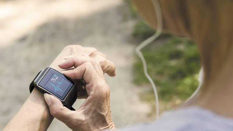 Tieni sotto controllo il tuo stato di salute con un orologio fitness tracker