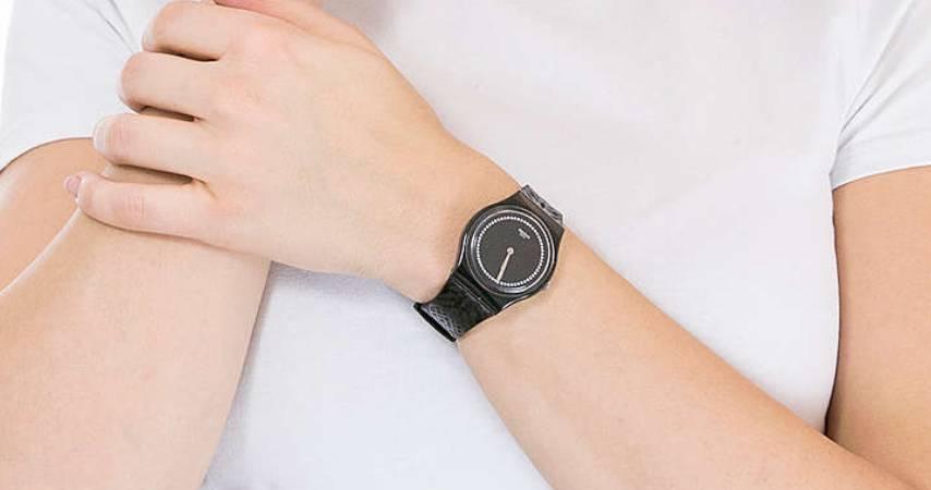Orologio da donna nero Swatch modello  GB320