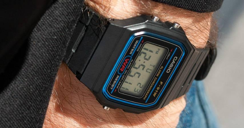 Top ten orologi da polso: Casio - orologio uomo digitale con cinturino in resina
