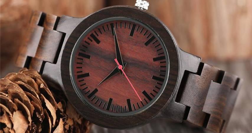 Selezione della Materia prima naturale per la fare un orologio di legno