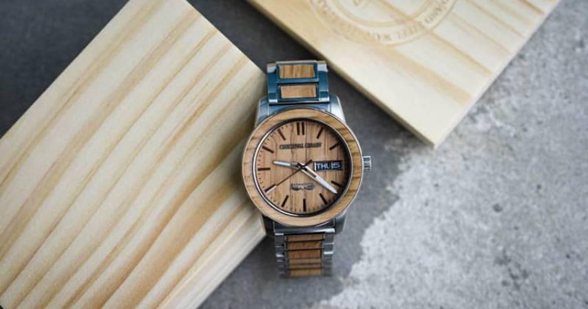 Come prendersi cura e pulire un orologio in legno